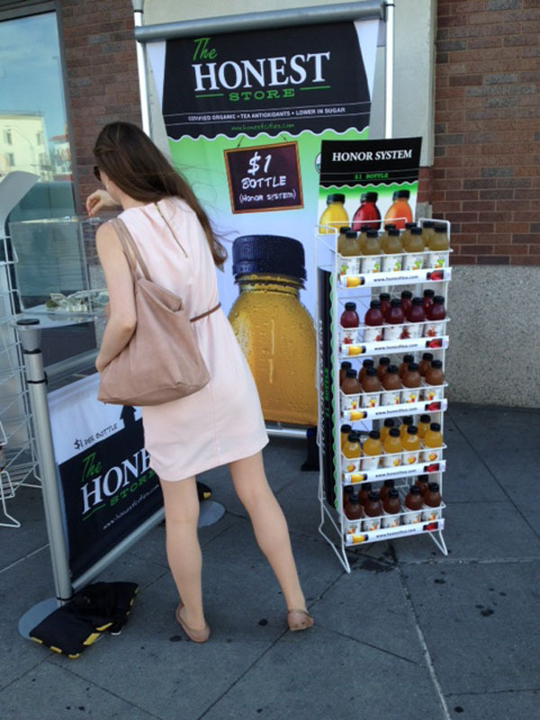HONEST TEA OUTDOOR STAND
